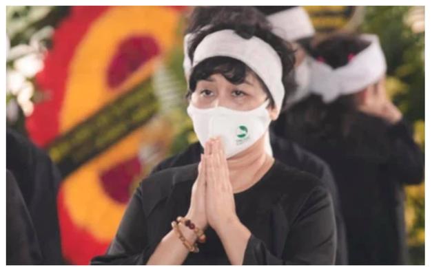 Minh Hằng đau đớn: Chồng mất chưa đầy 49 ngày, lại chịu nỗi đau mất cha