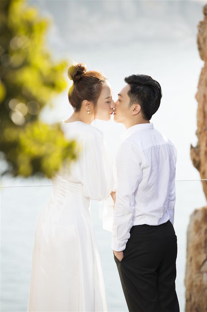 BST nụ hôn của vợ chồng Cường Đô La, xem mà ngại quá đi